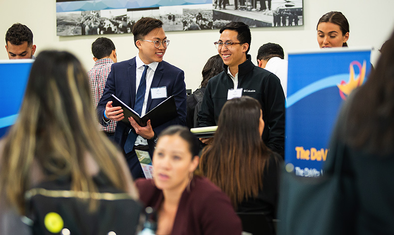 http://publichealth.uci.edu/ph/docs/alumni/2019CareerDay__0002_Career_Day_Expo_-_Students_meeting_with_Public_Health_organizations_6.jpg