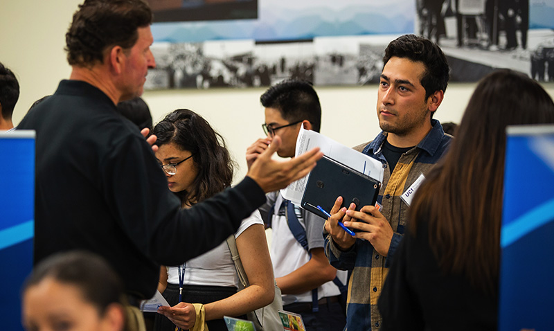 http://publichealth.uci.edu/ph/docs/alumni/2019CareerDay__0004_Career_Day_Expo_-_Students_meeting_with_Public_Health_organizations_2.jpg